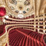 Идем во внутрь Оперного театра